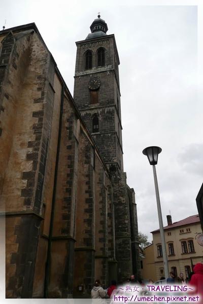 庫納霍拉-聖詹姆斯教堂-粗大壁柱是哥德建築特色,才能支撐其高聳.jpg
