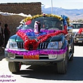 理塘-藏族婚禮-馬隊改成吉普禮車了.jpg