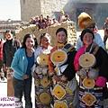 理塘-藏族婚禮-我和新郎的妹妹(中間那位粉漂亮).jpg