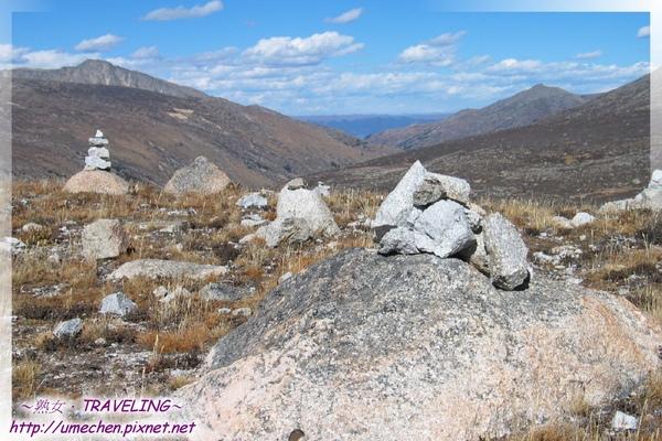 兔兒山啞口-虔誠寄語高山,瑪尼堆將祈願傳至天上.jpg