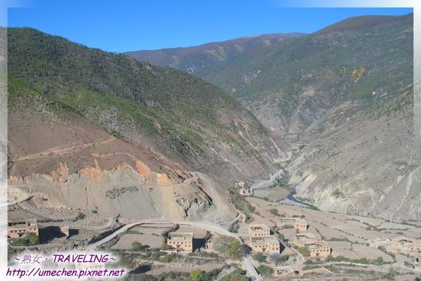 前往亞丁-山谷藏族小村莊.jpg