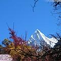 往洛絨牛場-夏諾多吉峰(1)為金剛手菩薩,外人形容山體像位少年.jpg