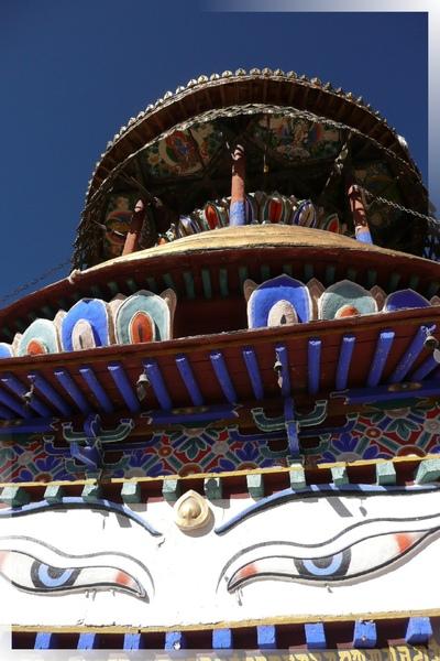 十萬佛塔-第7層-來自印度教濕婆神的巨大慧眼,可以洞察世間的一切.jpg
