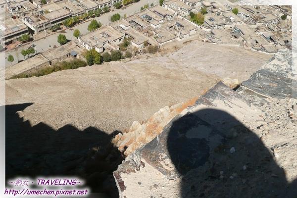 宗山遺址-抗英烈士跳崖處-就是在此高處壯烈捐驅,叫黃蝎子洞,為無毒.jpg