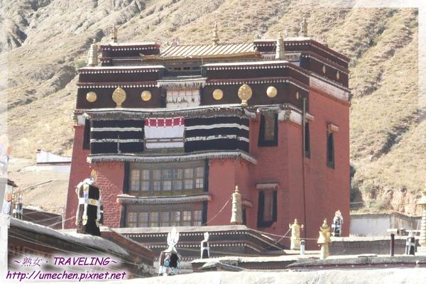 札什倫布寺-強巴佛殿-裏面有未來佛彌勒大銅像.jpg