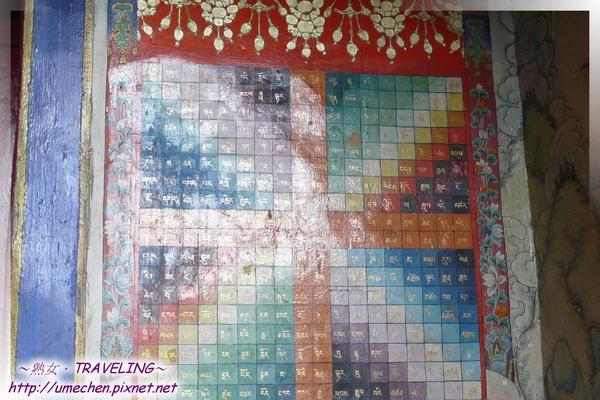 札什倫布寺-十世班禪靈塔祈殿-藏寺常見的縱橫詩(贊詩圖壁畫,有方形和圓形,橫直都能詠成詩歌.jpg