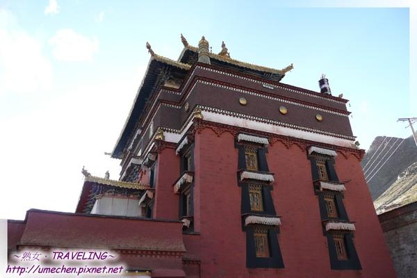 札什倫布寺-陽光下的十世班禪靈塔祈殿.jpg