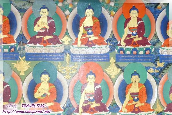 札什倫布寺-講經堂中庭-回廊下的彩繪千佛圖(1.jpg