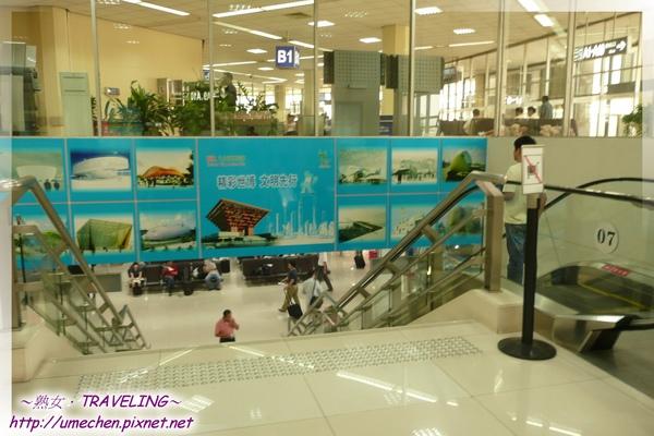 上海虹橋機場-最邊邊的登機廳,廉價航空在此登機.jpg