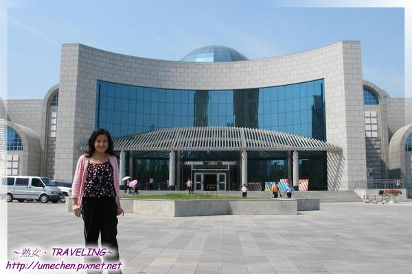 新疆博物館-大門及廣場.jpg