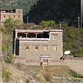 國道318-像碉樓的藏寨(1).jpg