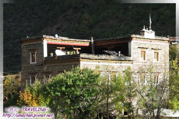 國道318-像碉樓的藏寨(2).jpg