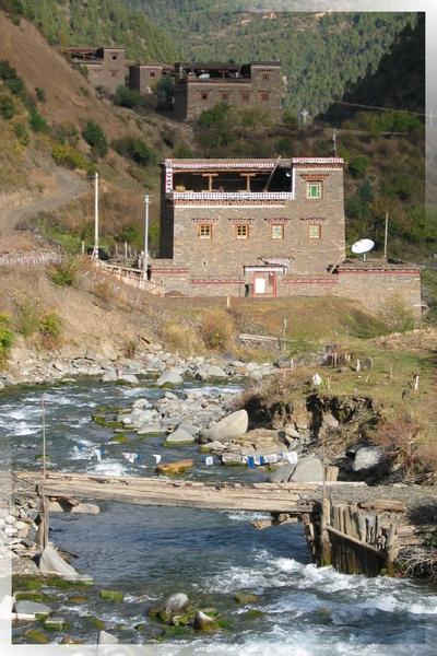 國道318-像碉樓的藏寨(3).jpg