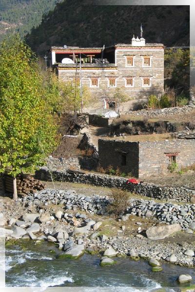 國道318-像碉樓的藏寨(4).jpg