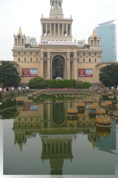 上海展覽中心-廣場水池倒影(1.jpg