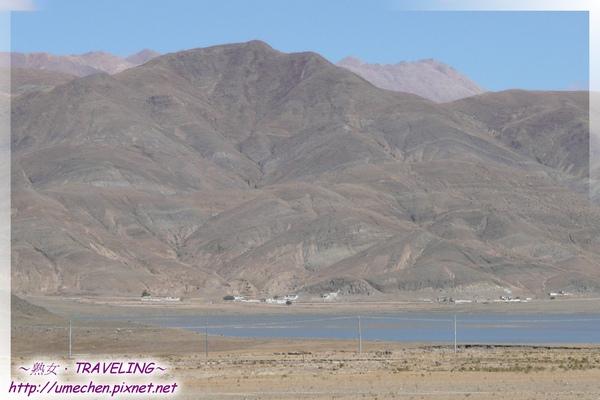 卡嘎鎮-頭拉近看昂仁金錯,另邊湖畔有村莊.jpg