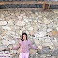 磨西鎮-天主堂前的民居石牆.jpg