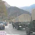 二郎山-遇見延綿數公里的藏區軍用補給隊.jpg