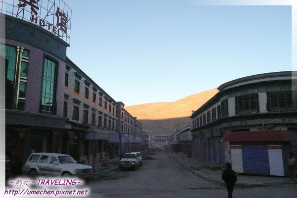薩嘎-清晨的街道2.jpg
