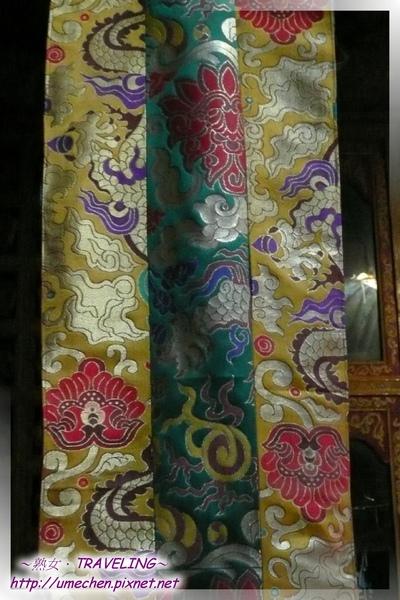 仲巴平安寺-美麗的布幔.jpg