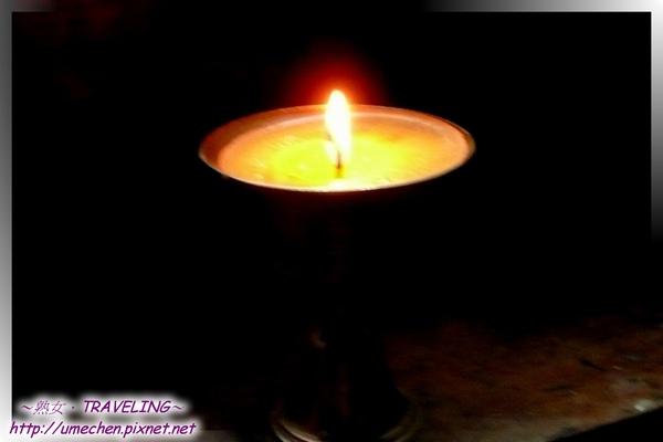 仲巴平安寺-酥油燈.jpg