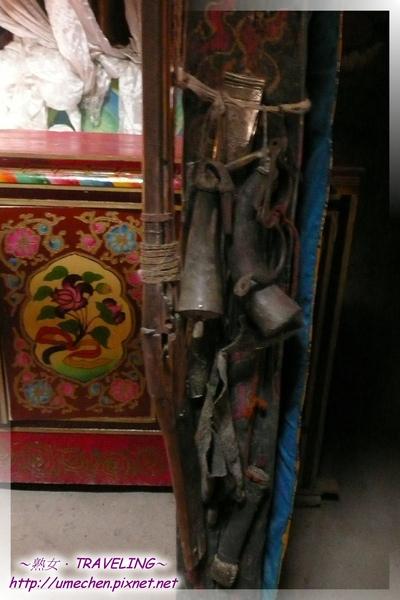 仲巴平安寺-護法殿-昔日打獵用具.jpg