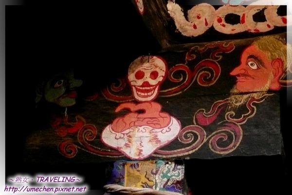 仲巴平安寺-護法殿-樑柱上的惡相壁畫-3.jpg