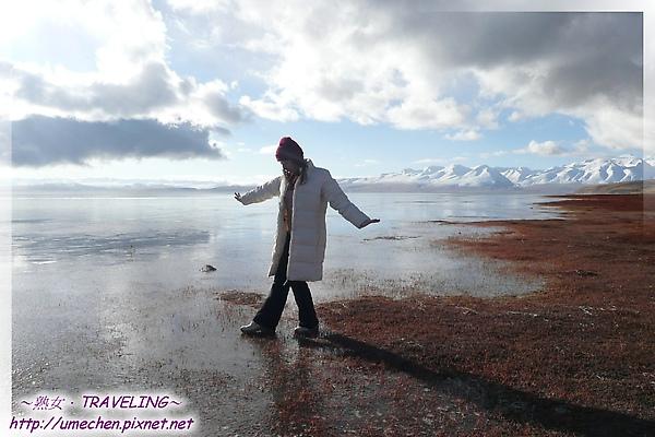 瑪旁雍錯-踩在結冰的湖面-1.jpg