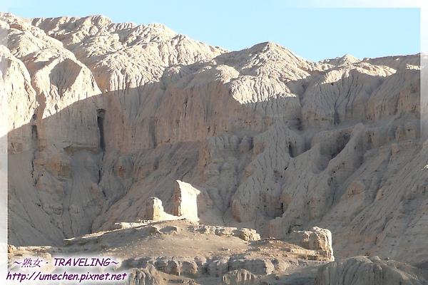 巴爾溝-似有古時人類活動遺跡的土林-1.jpg