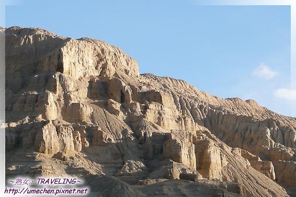 巴爾溝-似有古時人類活動遺跡的土林-2.jpg