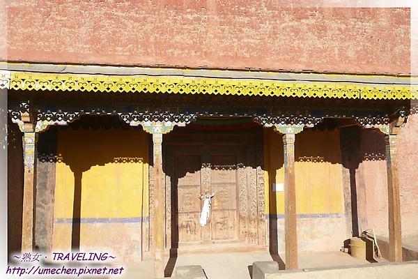 古格-紅殿-也有蛋黃色的漂亮廊牆.jpg