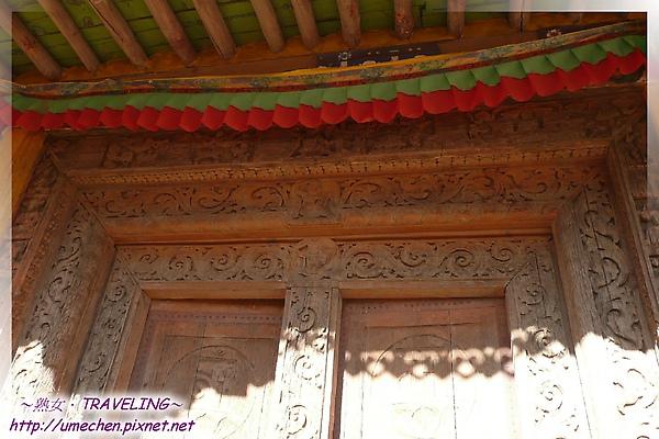 古格-紅殿-木門有3層美麗又生動的浮雕.jpg