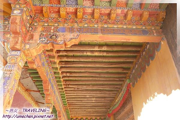 古格-紅殿-庭廊的樑柱和裝飾.jpg