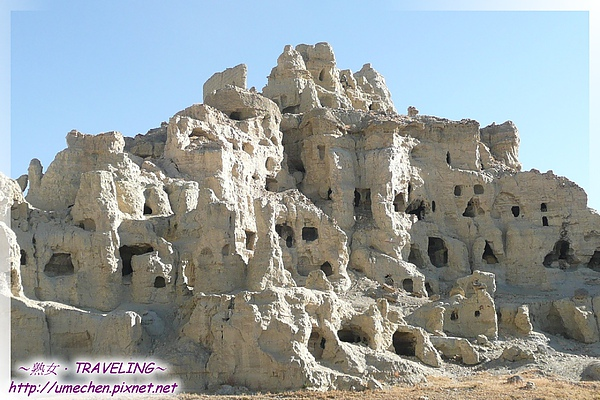 皮央-稱為里千戶外千戶,就是這些石窟,約有千餘個.jpg