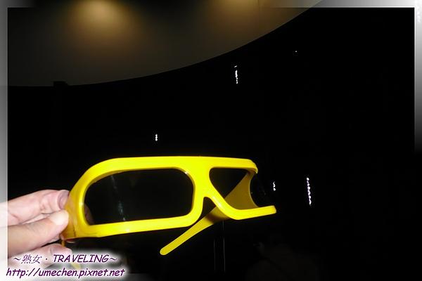 台北案例館-3D劇院-載上3D眼鏡.jpg
