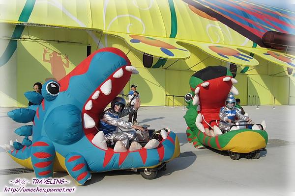 遊行-恐龍雙車.jpg