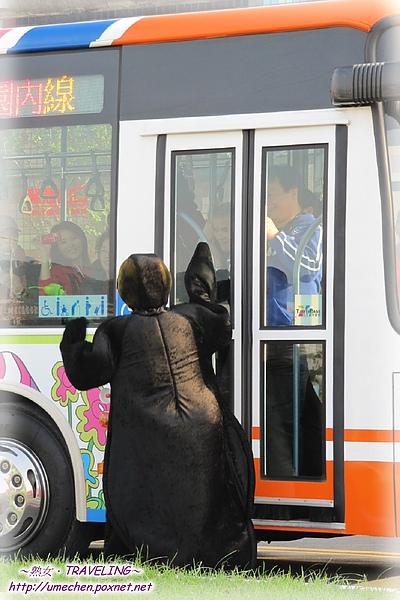 遊行-企鵝搭不上公車-1.jpg