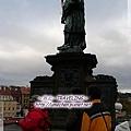 查理大橋-聖約翰內波穆克像,犧牲被丟到此橋下.jpg