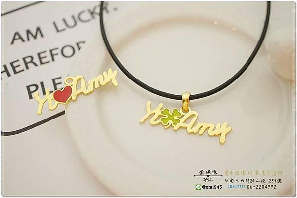 【客製化 #黃金姓名墜飾】  🎁Merry X%5Cmas🎁 喜愛繽紛色彩的客人,可以選擇在  訂製的黃金上填充上喜愛的 #砝瑯顏色喔!  💎-------------