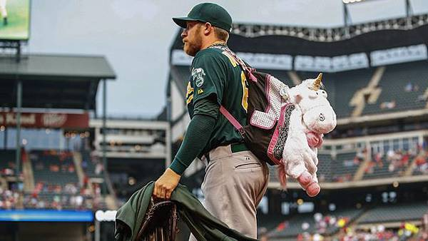 Sean-Doolittle-BackpackKevin-Jairaj-USA-TODAY-Sports
