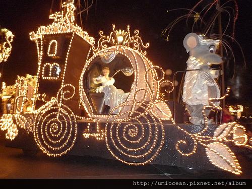 仙度蕾拉與馬車