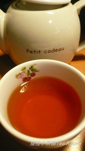 20120312TWININGS唐寧英倫早餐茶_黑盒紅盒比一比  (1)