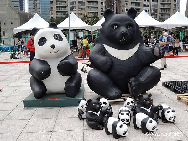 20141011紙貓熊來到臺中大都會歌劇院 (16).jpg
