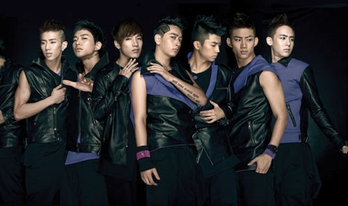 2PM由左而右宰范 俊昊 峻秀 燦成 佑榮 澤演 Nichkhun.jpg