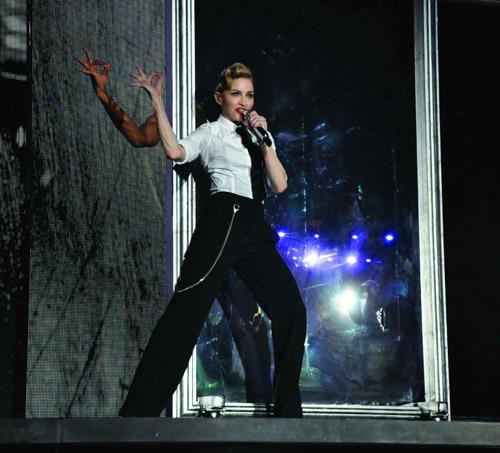 Madonna_MDNA_WorldTour_01