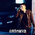 01獨自走在夜裡街頭的男人