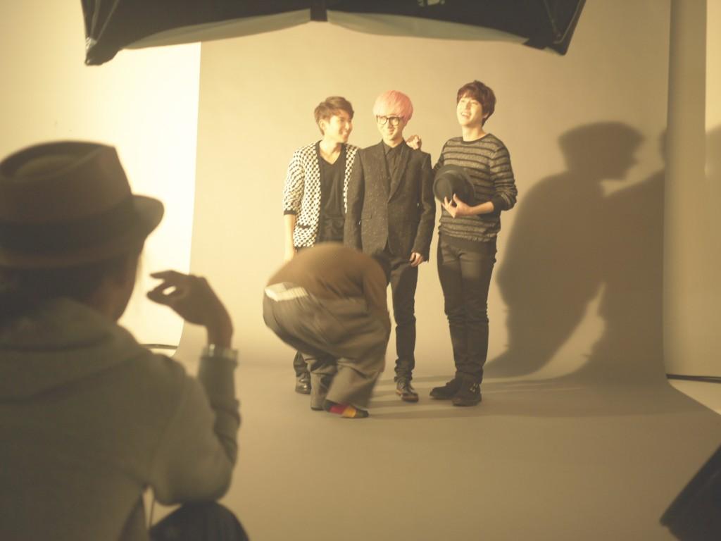 日本GLAMOROUS雜誌拍攝現場,三人似乎玩得很開心捏!