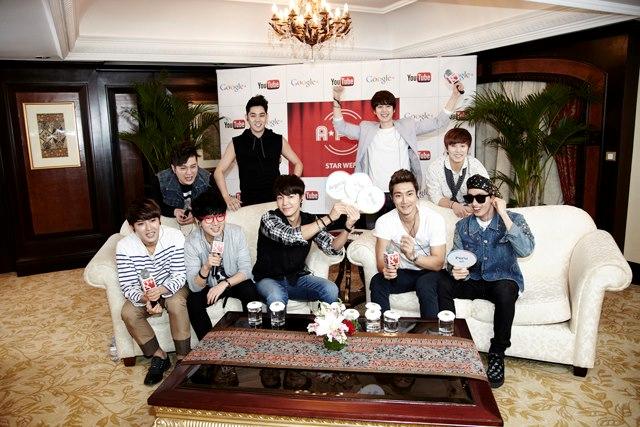 SJ's Super Hangout中,大雲搶鏡,果然是靠眼鏡取勝吶@@-01