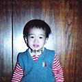 鐘雲小時候...-11(原來早就練習睜大眼睛拍照啦~)