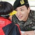01兒童節特別簽名會-10.2(朴士兵~逗玩小孩很有趣吧^^)